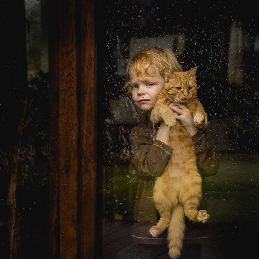 photographers-from-all-over-the-world-capture-amazing-photos-of-children-and-animals-9__880