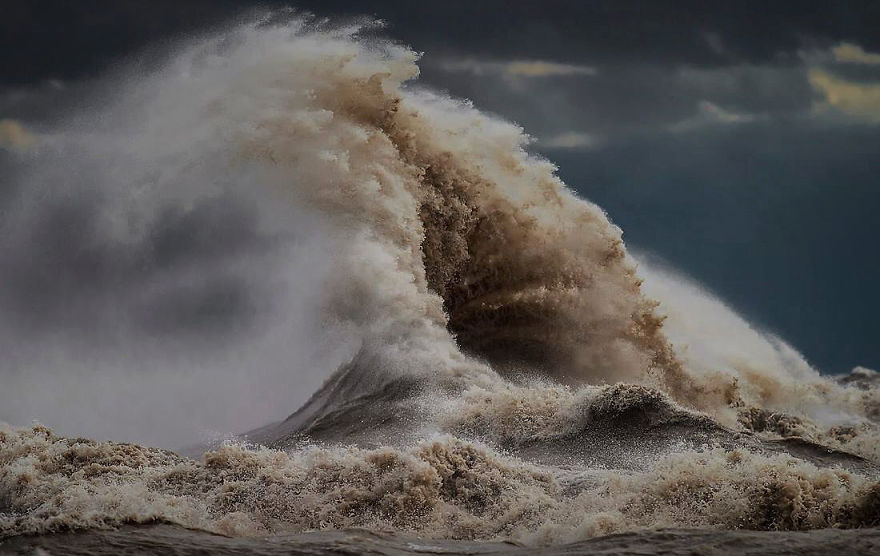 the-freak-liquid-mountains-of-lake-erie-12__880