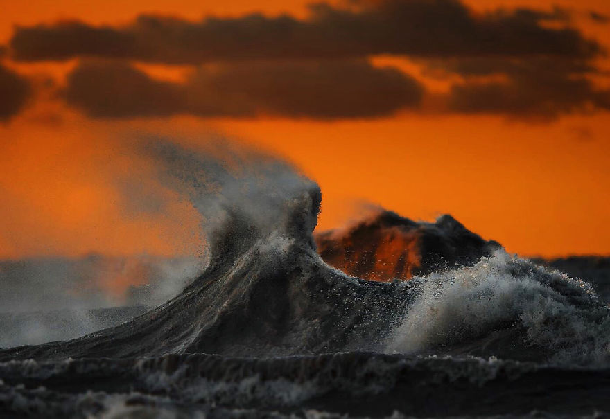 the-freak-liquid-mountains-of-lake-erie-15__880