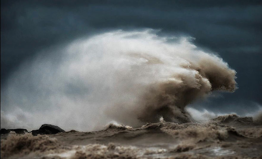 the-freak-liquid-mountains-of-lake-erie-2__880