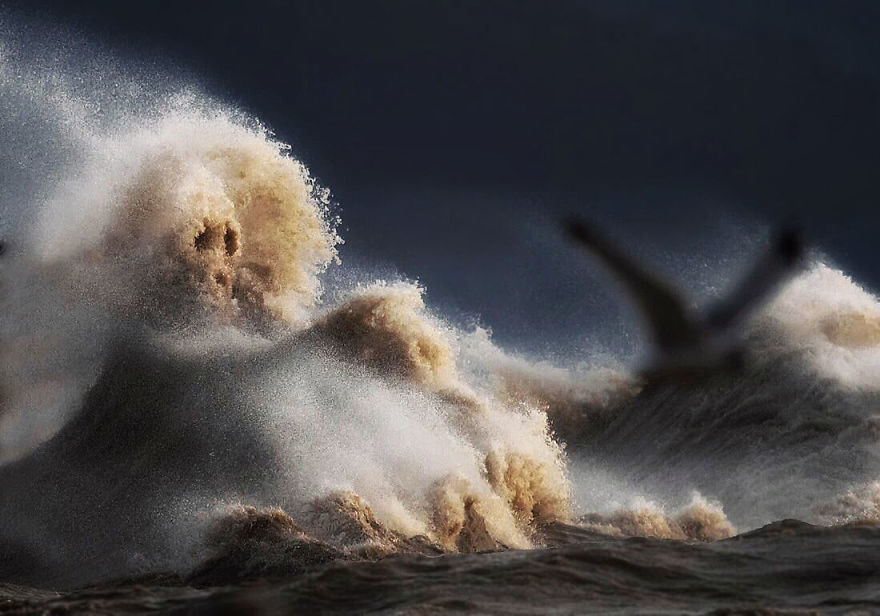 the-freak-liquid-mountains-of-lake-erie-3__880