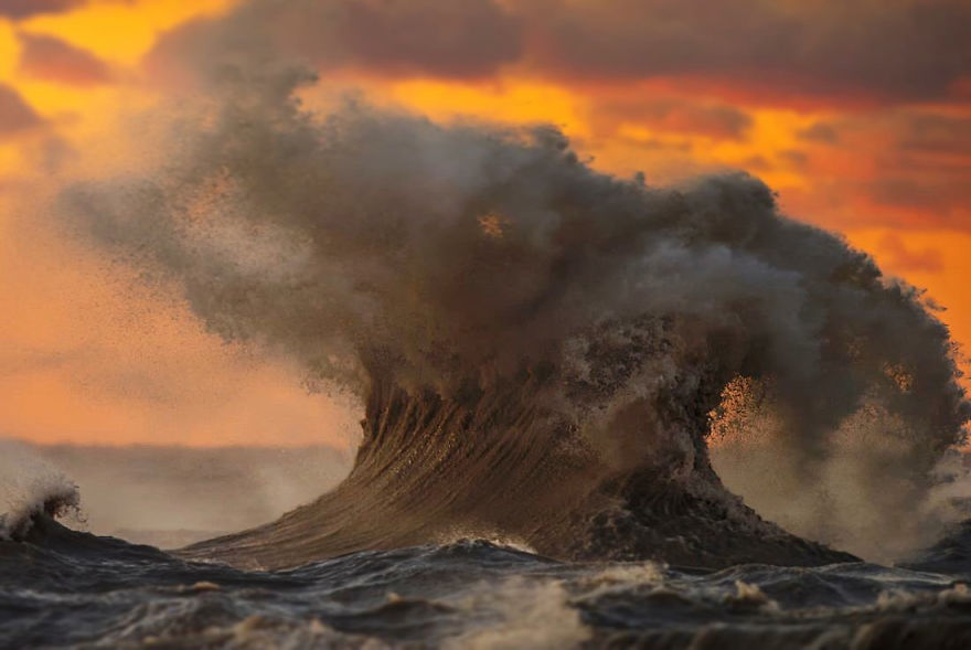 the-freak-liquid-mountains-of-lake-erie-9__880