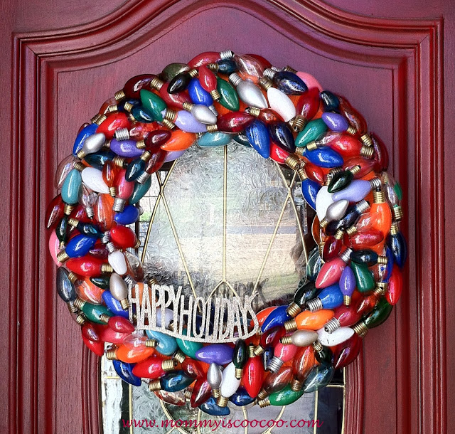 wreath+made+from+burnt+out+Christmas+lights+7