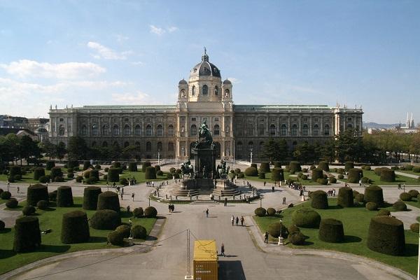 Naturhistorisches Museum Wien, Maria-Theresien-Platz