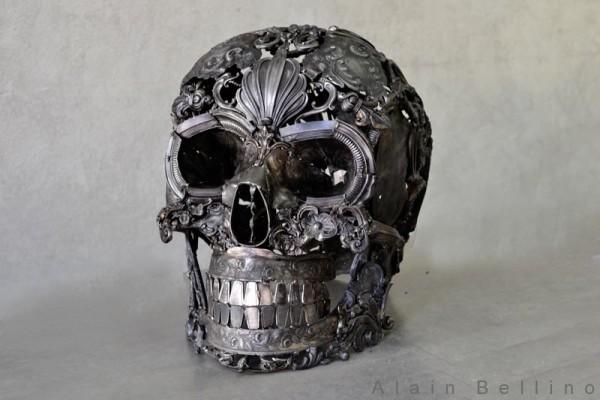 cool-metal-skull-sculpture-600x400
