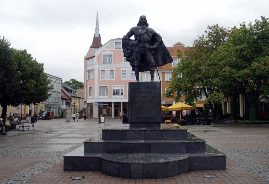 darth-vader-monument-jakub-wejher-wejherowo-poland-6