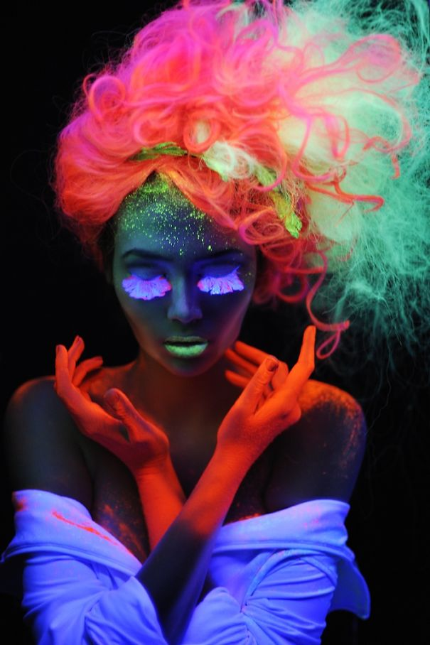 glow-in-dark-blacklight-hair-high-voltage-classic-manic-panic-19__605