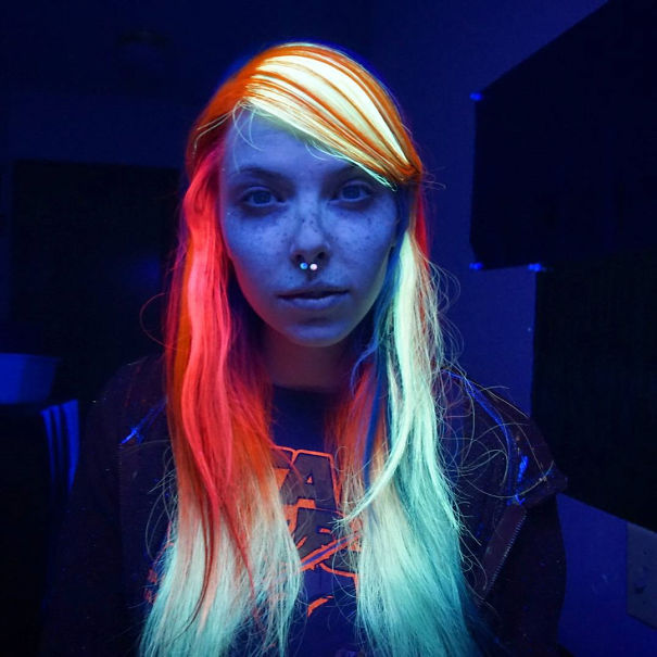 glow-in-dark-blacklight-hair-high-voltage-classic-manic-panic-7__605