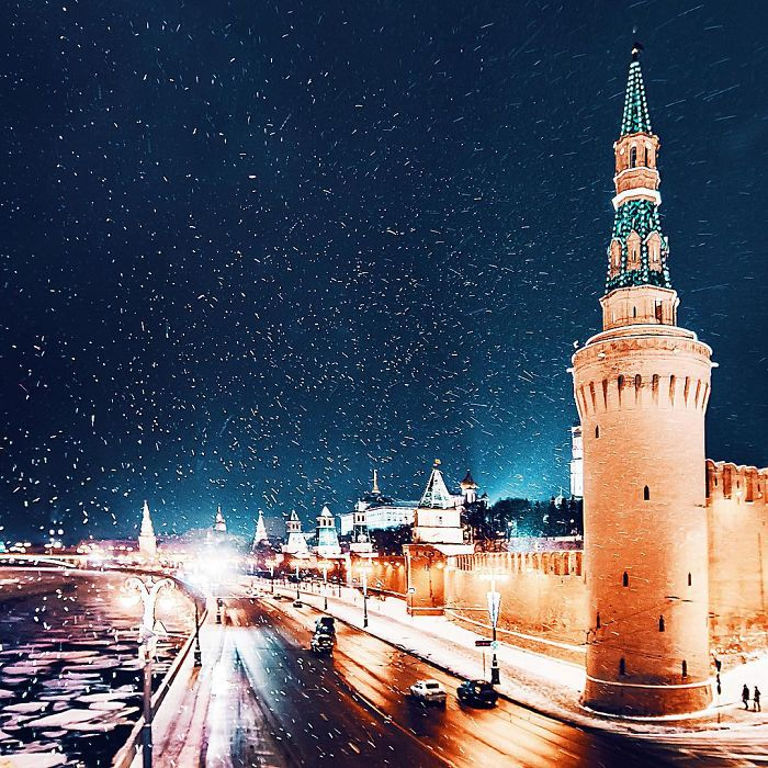 moscow-city-looked-like-a-fairytale-during-orthodox-christmas-8__700