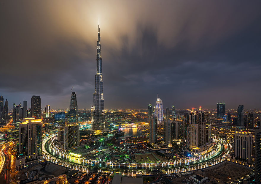 night-time-dubai-looks-like-it-came-straight-from-a-sci-fi-movie-10__880