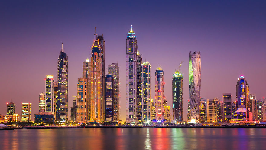 night-time-dubai-looks-like-it-came-straight-from-a-sci-fi-movie-3__880