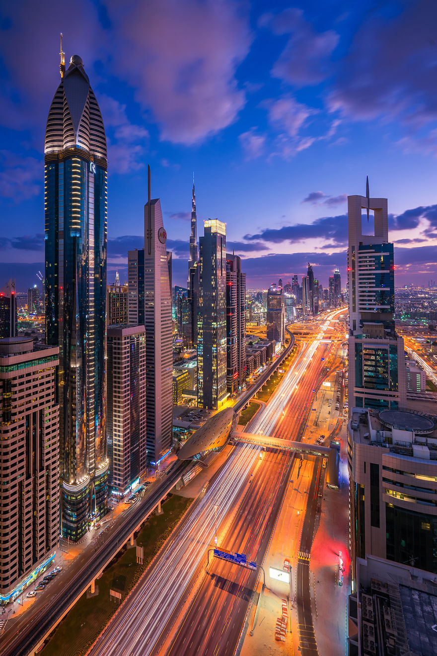 night-time-dubai-looks-like-it-came-straight-from-a-sci-fi-movie-4__880