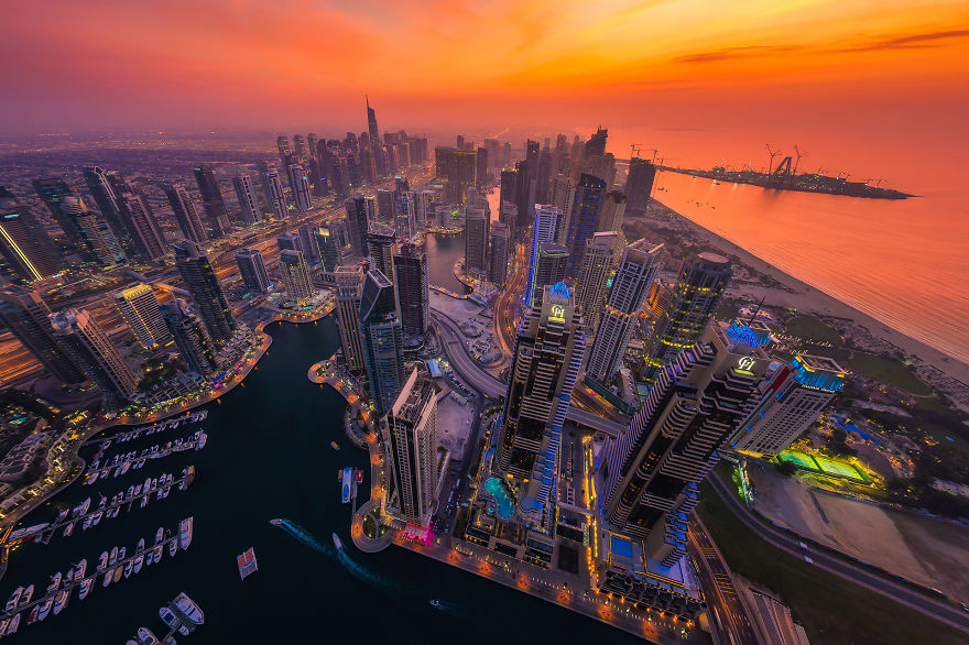 night-time-dubai-looks-like-it-came-straight-from-a-sci-fi-movie-5__880
