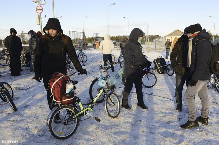 Ezt a 200 kilométeres határt az illegális migránsok biciklikkel lépik át. Kijátszva a törvényt, amely szerint gyalogosan a határt tilos átlépni!