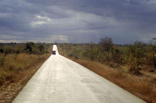 _88105814_bujumbura_road_alamy976