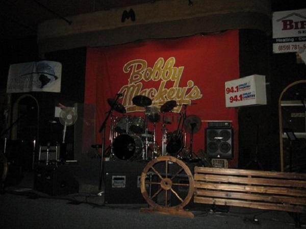 Bobby Mackey's Music Worl3