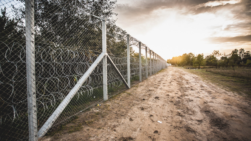 Hungary-Serbia_border_barrier