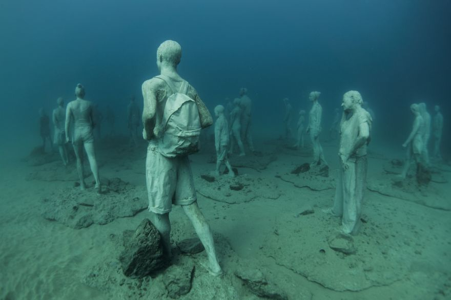 breathtaking-underwater-museum-turns-ocean-floor-into-art-gallery-and-doubles-as-artificial-ree-11__880