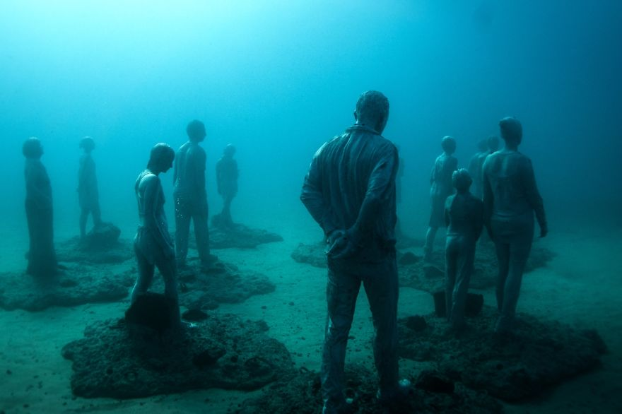 breathtaking-underwater-museum-turns-ocean-floor-into-art-gallery-and-doubles-as-artificial-ree-12__880