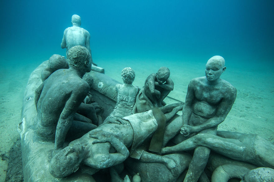 breathtaking-underwater-museum-turns-ocean-floor-into-art-gallery-and-doubles-as-artificial-ree-4__880