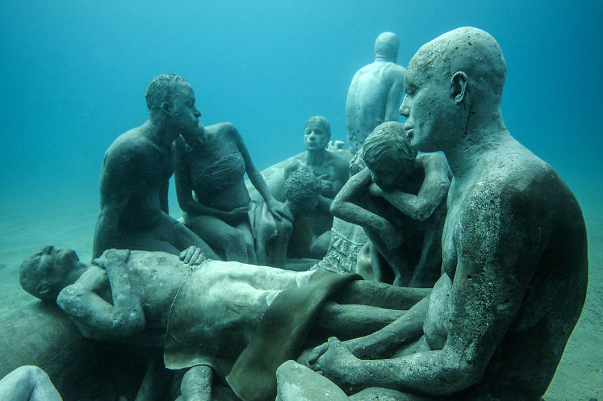 breathtaking-underwater-museum-turns-ocean-floor-into-art-gallery-and-doubles-as-artificial-ree-5__880