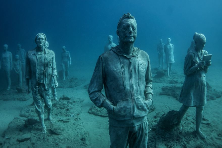 breathtaking-underwater-museum-turns-ocean-floor-into-art-gallery-and-doubles-as-artificial-ree-9__880