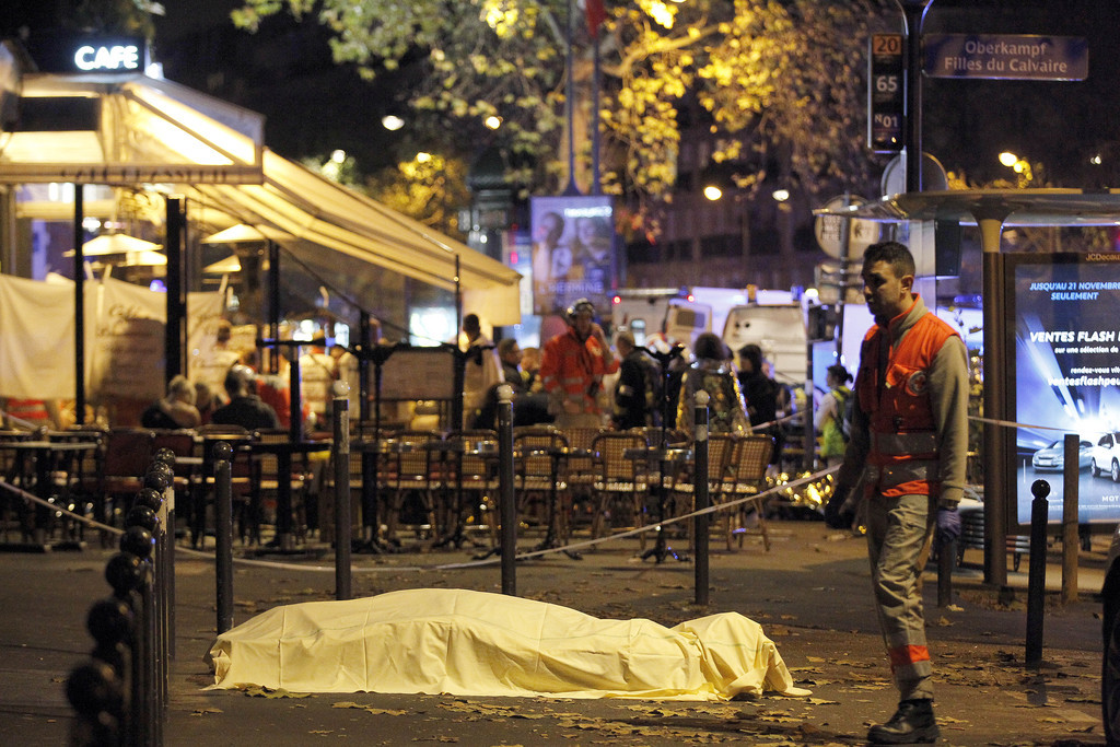 PARIS, FRANCE - NOVEMBER 14: A victim's body lies covered on Boulevard des Filles du Calvaire, close to the Bataclan theater, early on November 14, 2015 in Paris, France. According to reports, over 150 people were killed in a series of bombings and shootings across Paris, including at a soccer game at the Stade de France and a concert at the Bataclan theater. (Photo by Thierry Chesnot/Getty Images)
