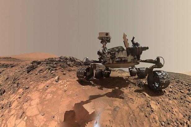 NASAs-Curiosity-Mars-rover-low-angle-selfie