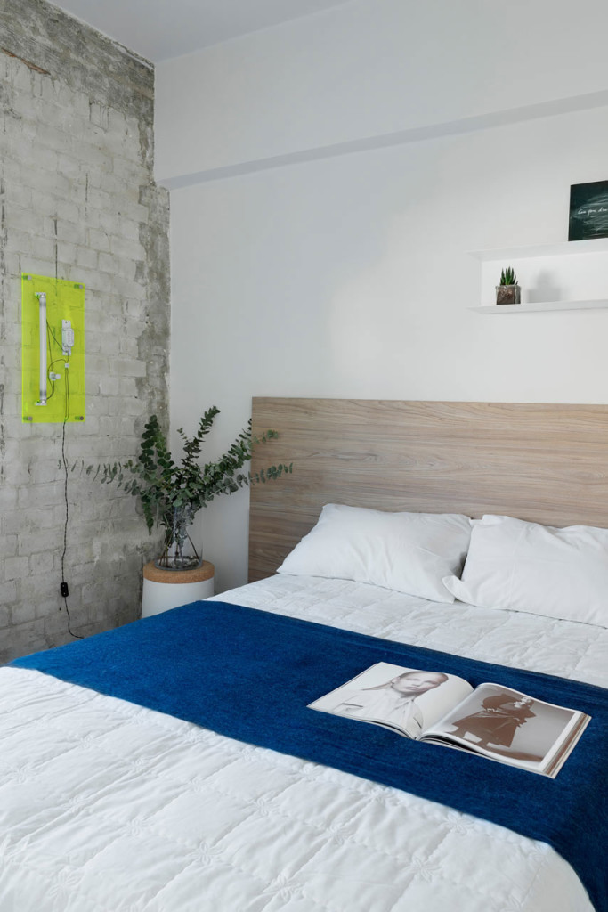 Tel-Aviv-apartment-with-Japanese-design-influences-first-bedroom-brick-wall