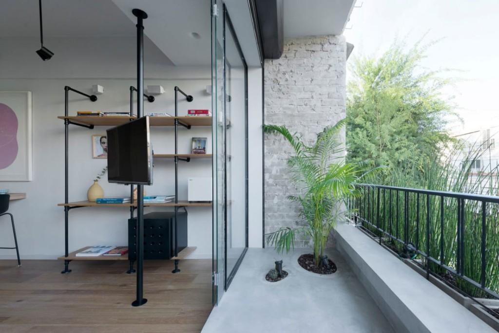 Tel-Aviv-apartment-with-Japanese-design-influences-zen-balcony