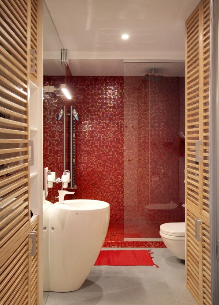 bold-red-bathroom-tiles