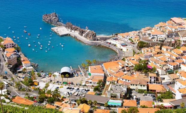 F7H5EJ Aerial view of Camara de Lobos, Madeira Island, Portugal