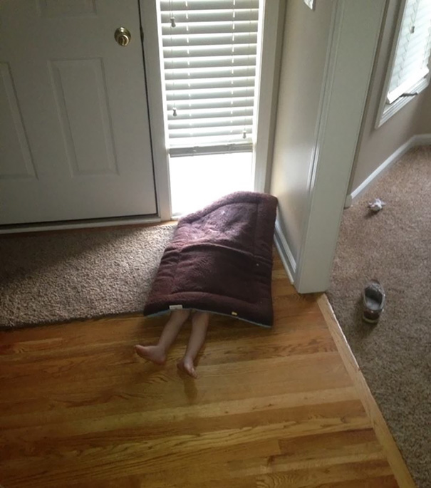 funny-kids-playing-hide-and-seek-59__605