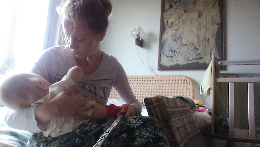 i-documented-what-its-like-to-be-a-mom-with-a-selfie-stick-3__880