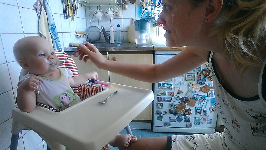 i-documented-what-its-like-to-be-a-mom-with-a-selfie-stick-7__880