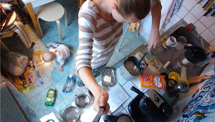 i-documented-what-its-like-to-be-a-mom-with-a-selfie-stick-9__880
