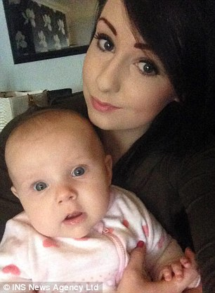 332C34E000000578-3538073-Tragic_Lauren_Heath_right_was_with_her_baby_daughter_Millie_left-m-12_1460632025493