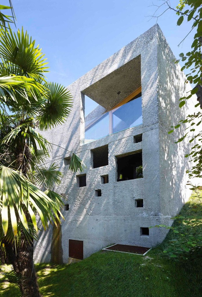 Concrete-House-in-Caviano-sloped-plot