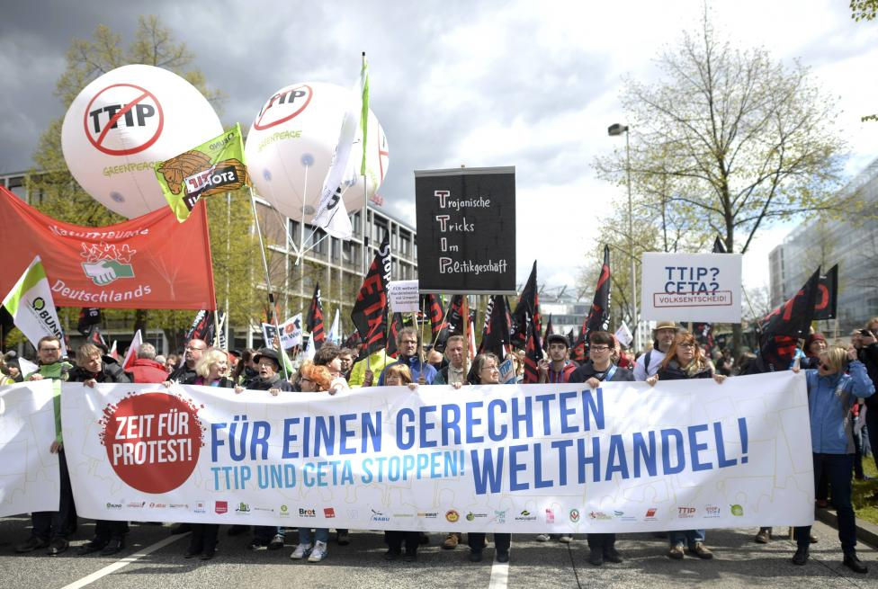 Protesters demonstrate against Transatlantic Trade and Investment Partnership (TTIP) free trade agreement ahead of U.S. President Barack Obama's visit in Hannover, Germany April 23, 2016. The text reads 'For a fair world trade'. REUTERS/Nigel Treblin