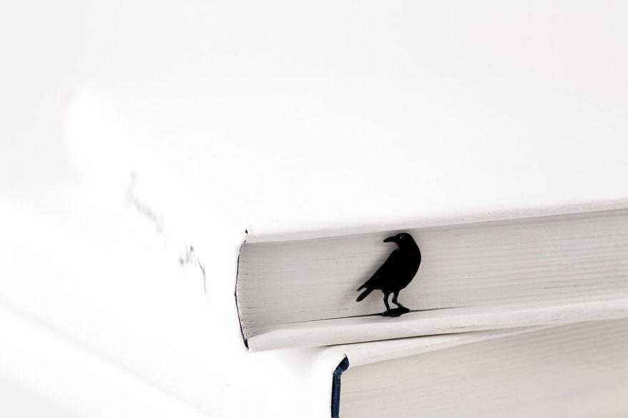 bookmark_raven-5733325375418__880