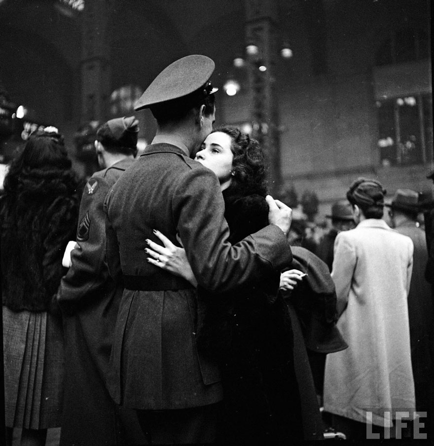 old-photos-vintage-war-couples-love-romance-49-57347e42ad1df__880