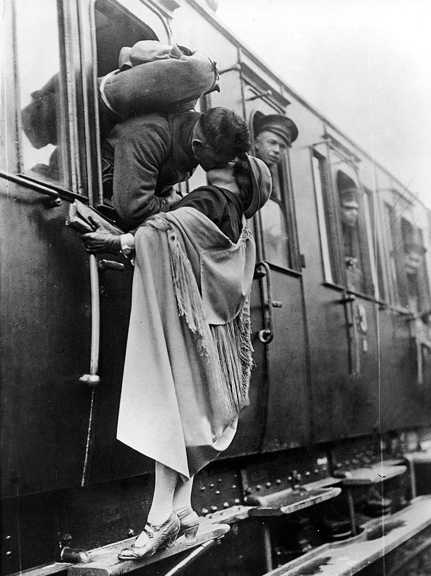 old-photos-vintage-war-couples-love-romance-66-5739a9d6af98a__880