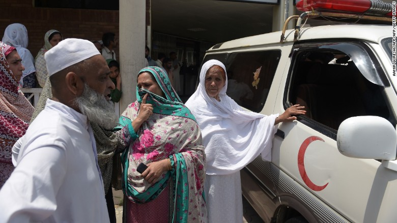 160602114538-02-pakistan-fire-woman-mourning-exlarge-169