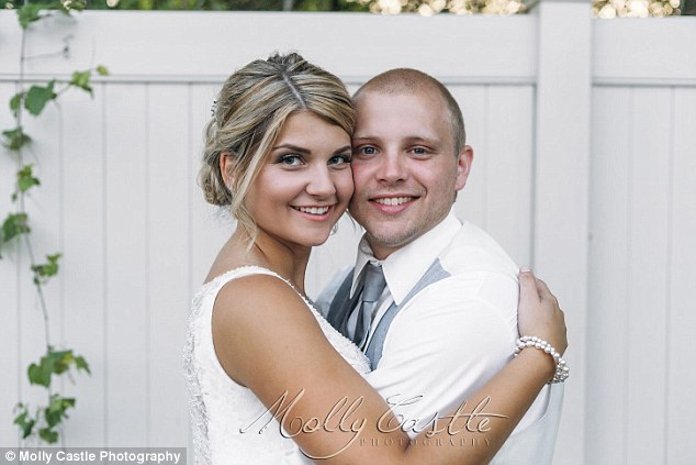 35A2065700000578-3658877-What_a_couple_Julie_23_and_Rob_26_got_married_on_June_11_in_Ohio-a-1_1466805807654