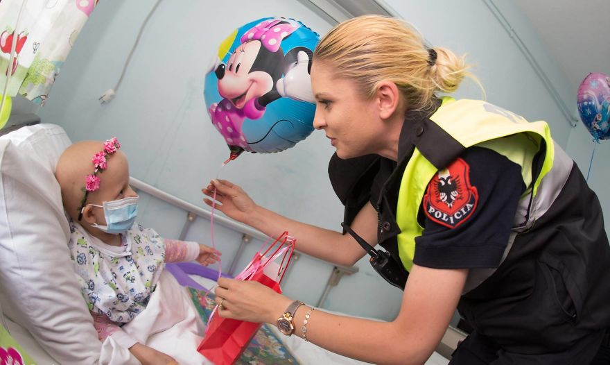 Albanian-Police-Force-Heartwarming-Surprise-to-the-Hospitalized-Children-in-Tiranas-Pediatry-574f41ab47a9e__880