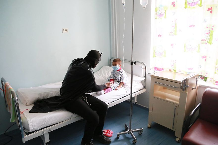 Albanian-Police-Force-Heartwarming-Surprise-to-the-Hospitalized-Children-in-Tiranas-Pediatry-574f45430b003__880