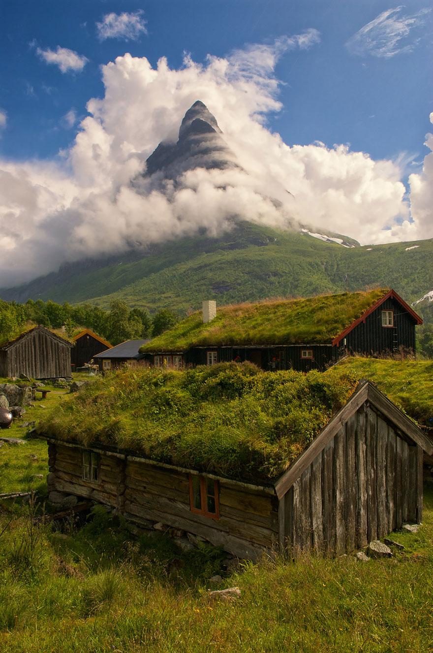 grass-roofs-scandinavia-19-575fe6f8e4112__880