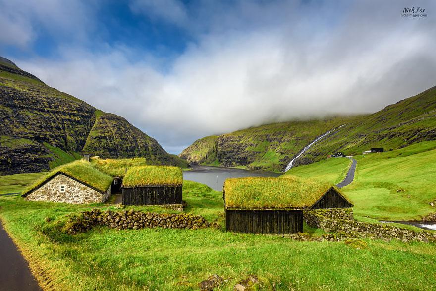 grass-roofs-scandinavia-2-575fe6d54e938__880