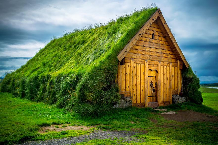 grass-roofs-scandinavia-8-575fe6e17b20f__880