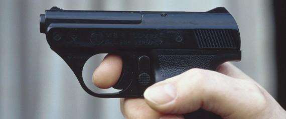 (GERMANY OUT) Automatische Gaspistole zur Selbstverteidigung. Pistole; Verbrechensbek?mpfung; Verbrechensvorbeugung; Waffe Undatiertes Foto. (Photo by Erwin Falk/ullstein bild via Getty Images)